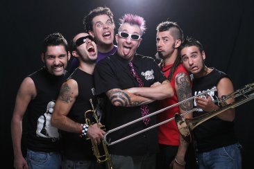 The Bones, The Locos, The Real McKenzies, The Fialky a Punk Floid na MS 2016